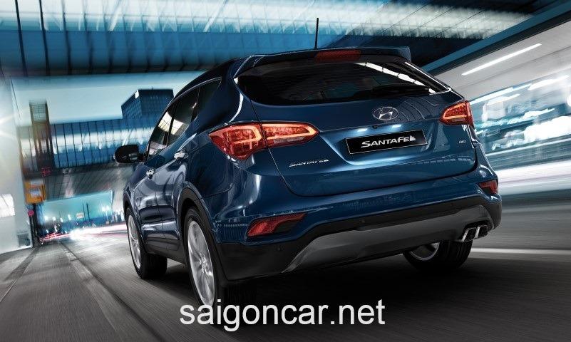 Hyundai Santafe Duoi Xe Xanh
