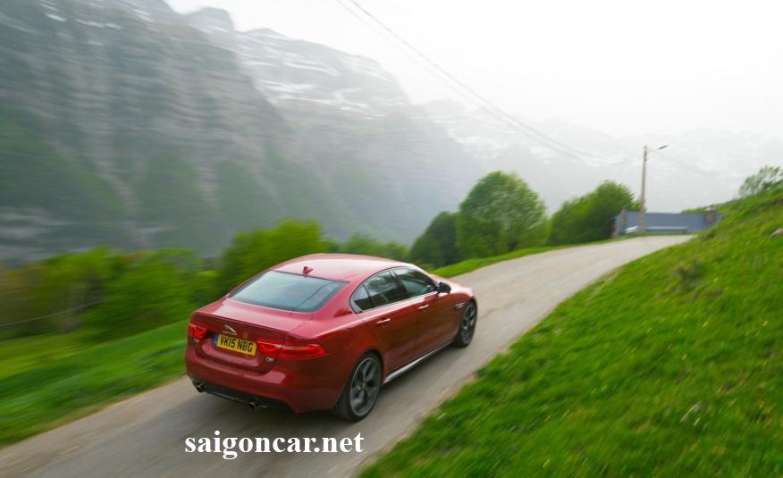 Jaguar XE Mau xe thoi trang