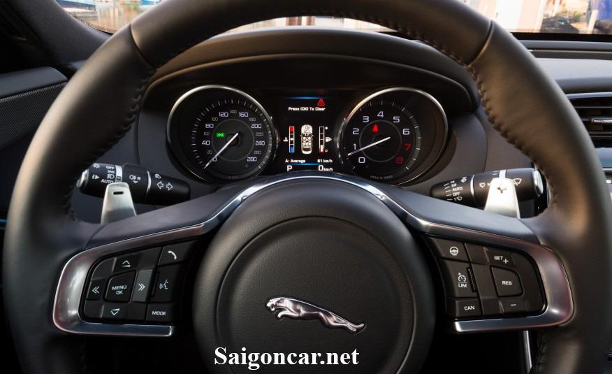 Jaguar XE vo lang