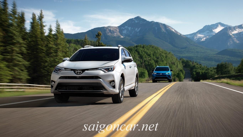 Toyota Rav4 tren duong thu