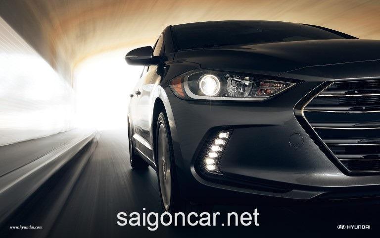 Hyundai Elantra Den Xe