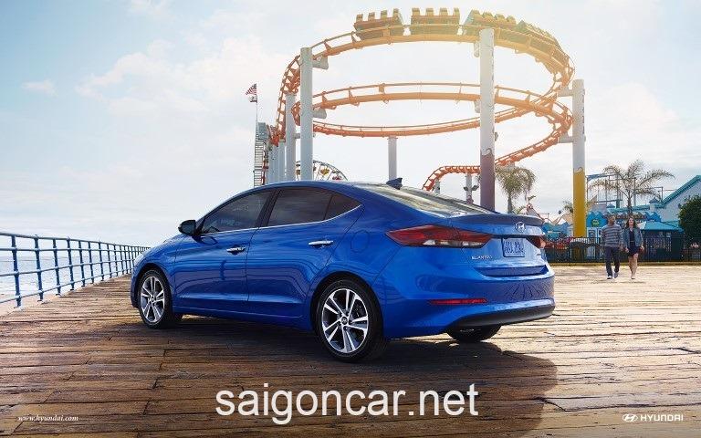 Hyundai Elantra Hong Xanh