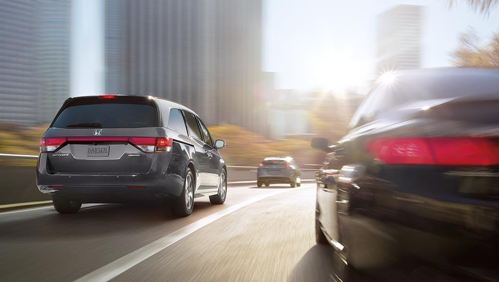Honda Odyssey Duoi Sau