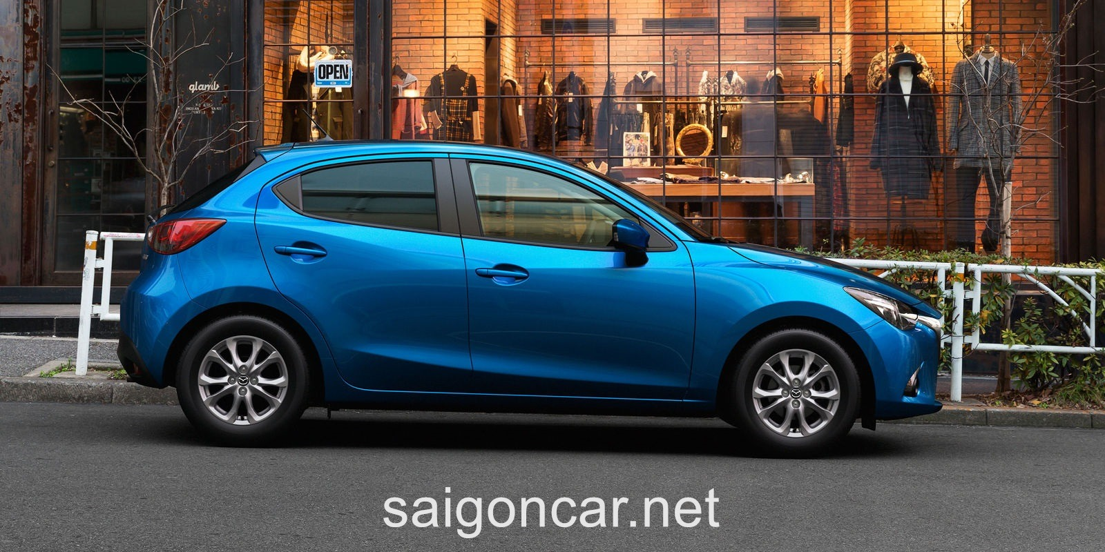 Mazda 2 Hong Xanh
