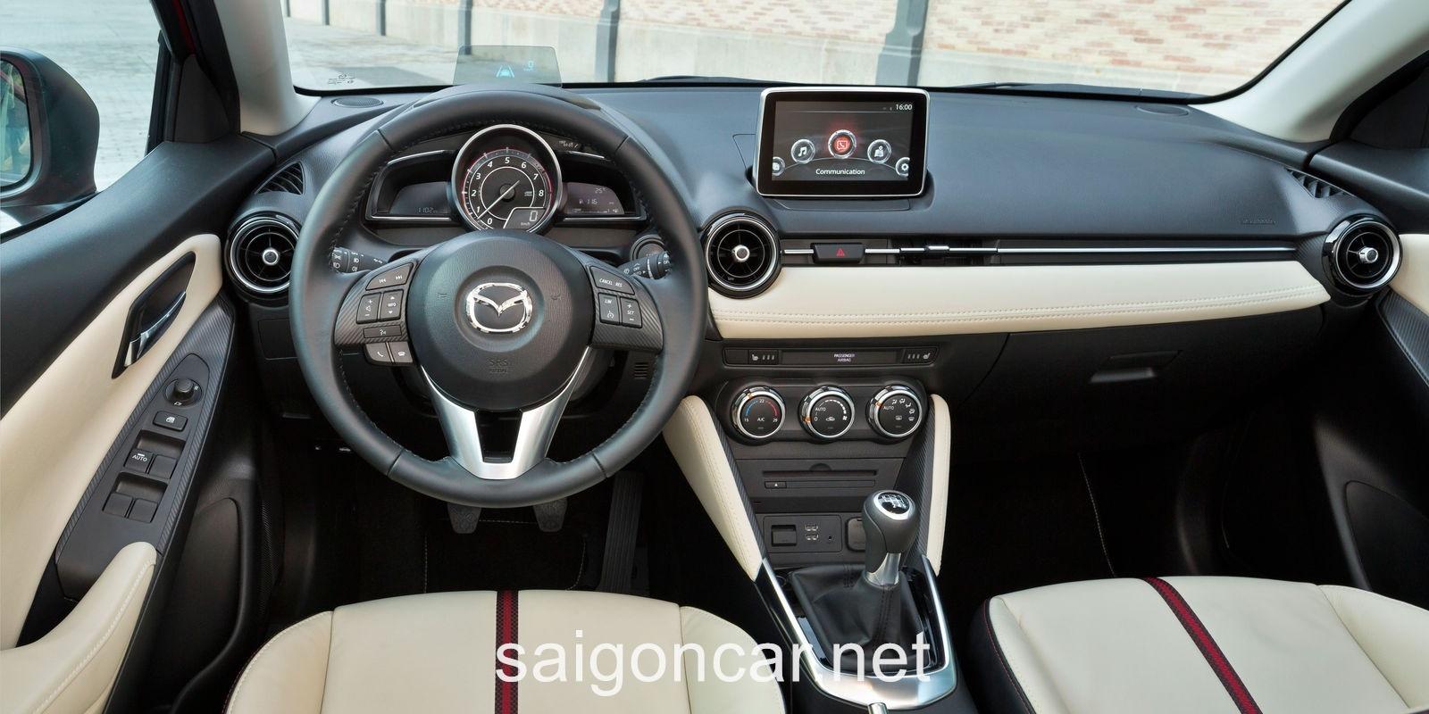 Mazda 2 Noi That