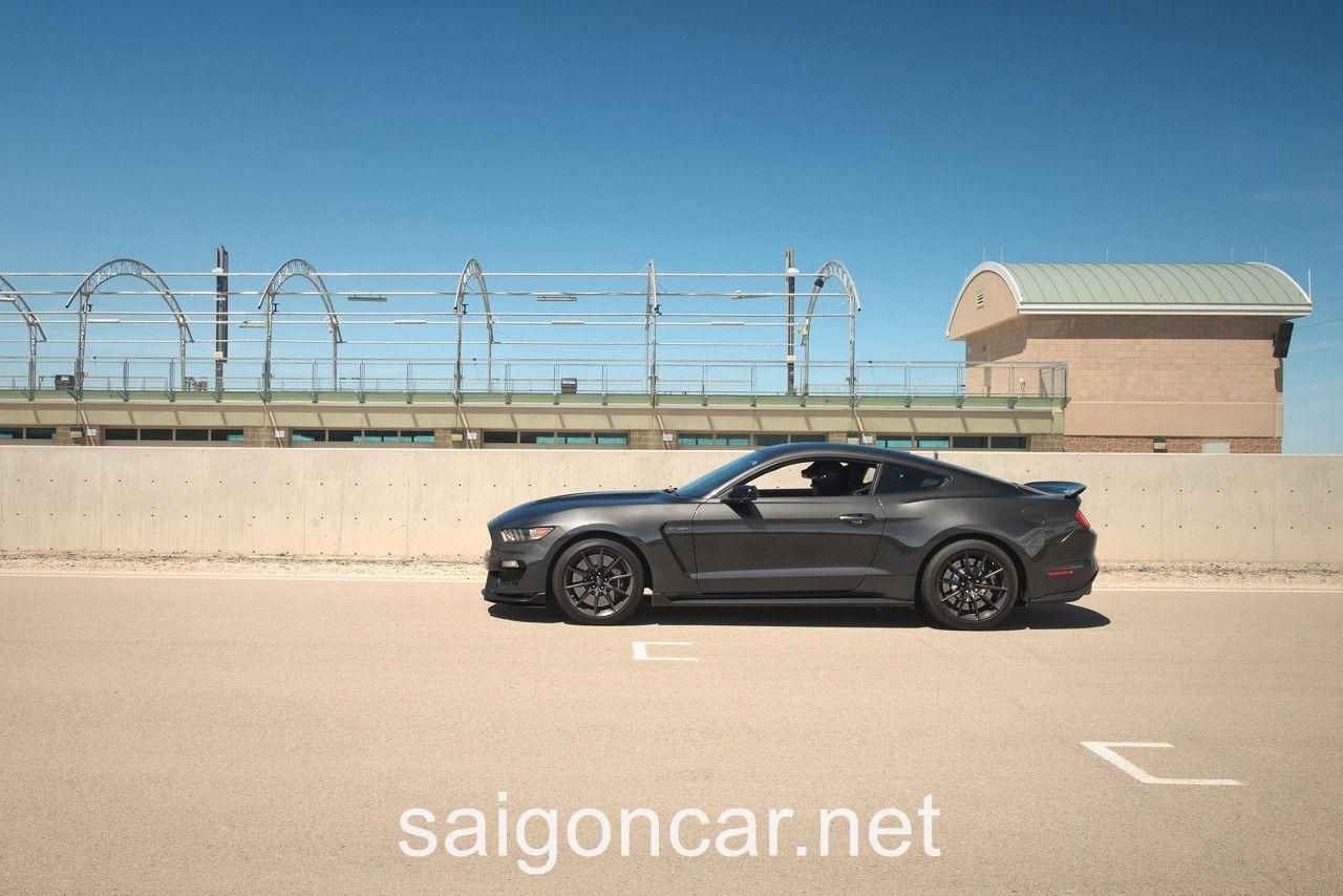 Ford Mustang Hong Xam
