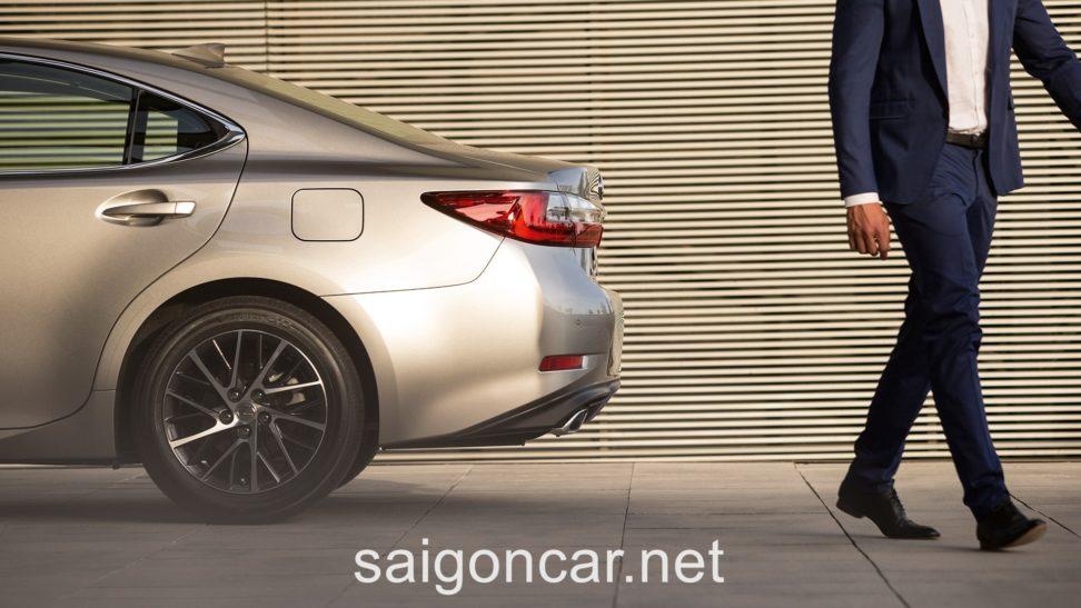 Lexus ES 250 Duoi Sau