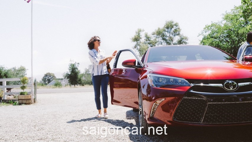 Toyota Camry LE Dau Xe