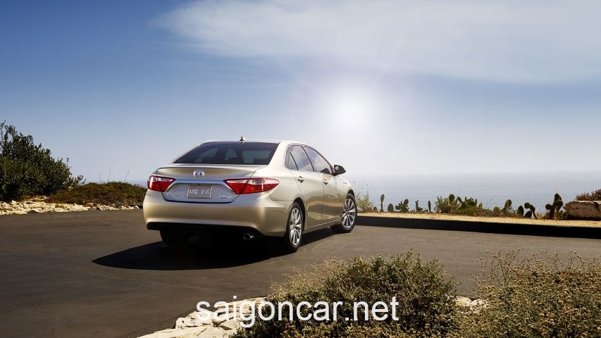 Toyota Camry LE Duoi Bac
