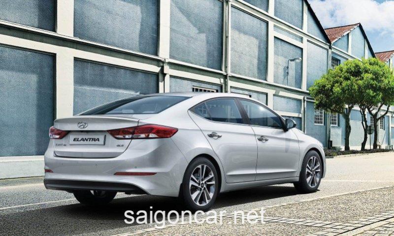 Hyundai Elantra Duoi Xe