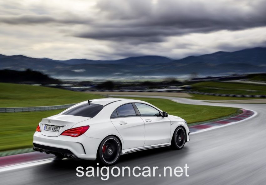 Mercedes CLA 45 Duoi Trang
