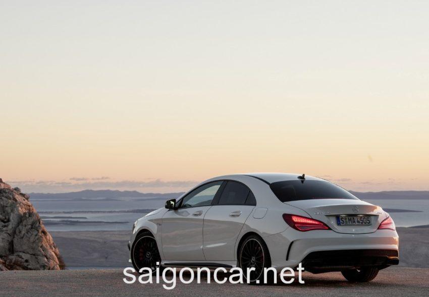 Mercedes CLA 45 Duoi Xe