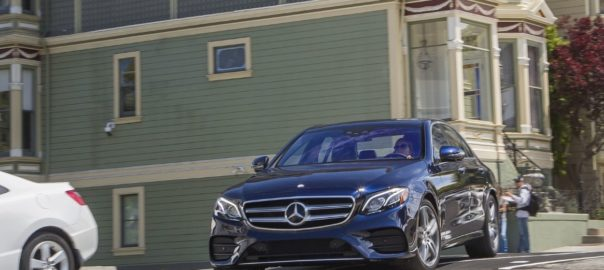 Giá xe Mercedes E300 2020 khuyến mãi sốc quà Khủng