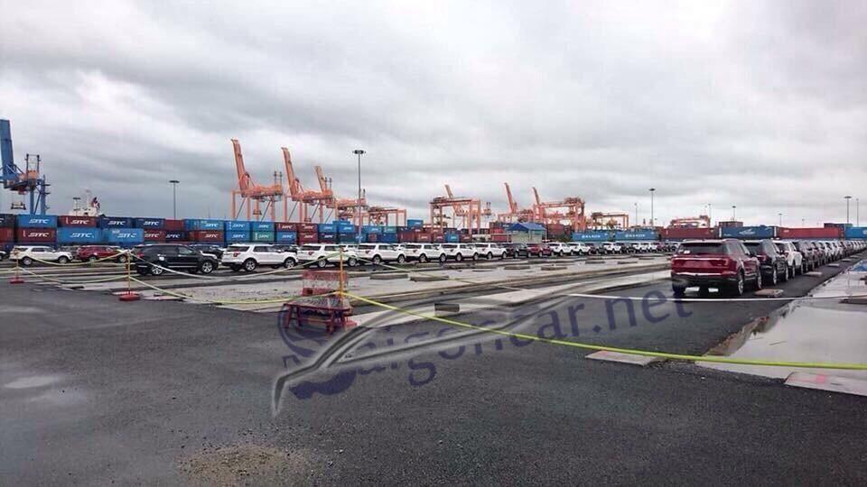 Ford Explorer Limited về cảng