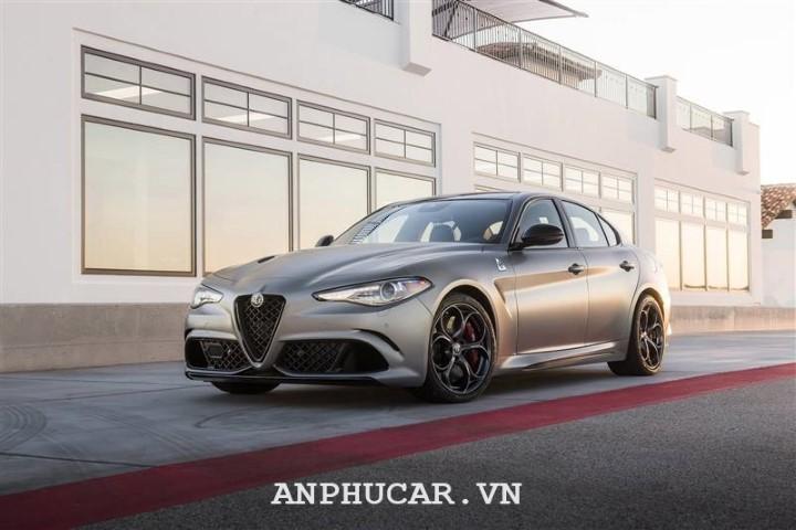 Alfa Romeo Quadrifoglio 2020 gia bao nhieu
