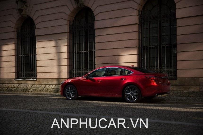 Mazda 6 duoi xe