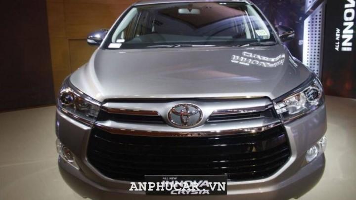 Toyota Innova Crysta 2020 gia bao nhieu