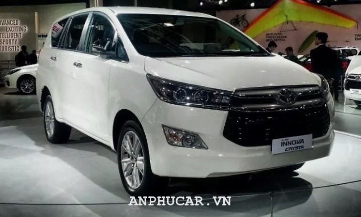 Toyota Innova Crysta 2020 gia lan banh