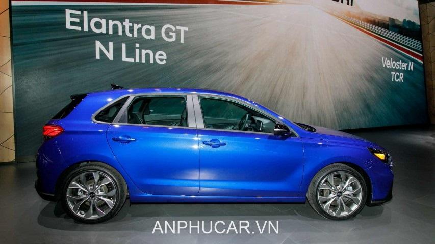than xe Hyundai Elantra 2020